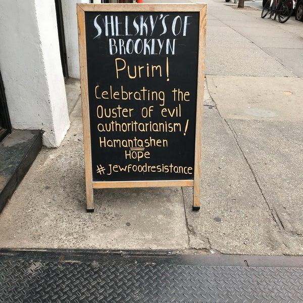 Foto scattata a Shelsky's of Brooklyn da Amanda S. il 3/1/2018