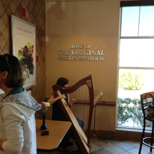 Photo prise au Chick-fil-A par Christopher S. le3/30/2013