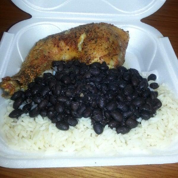 Foto tomada en Latin Square Cuisine por James J. el 5/16/2013