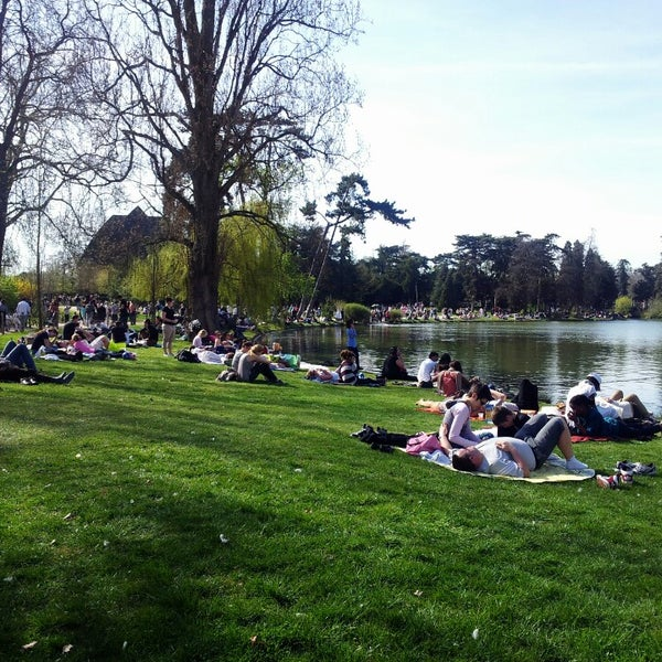Photo taken at Lac Daumesnil by Valéry M. on 4/14/2013