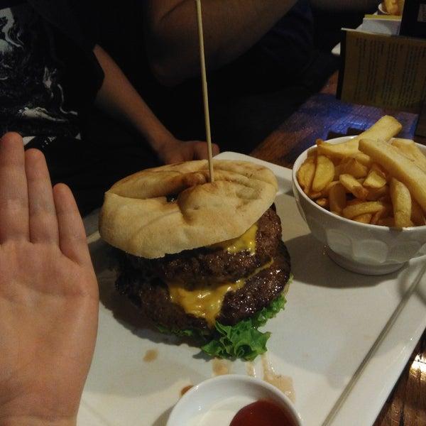 """Die Burger sind gut, das Bier selbstverständlich auch. Es gibt auch eine große Ciderauswahl. Die Nachspeise """"Wolllust"""" kann ich nur empfehlen!"""