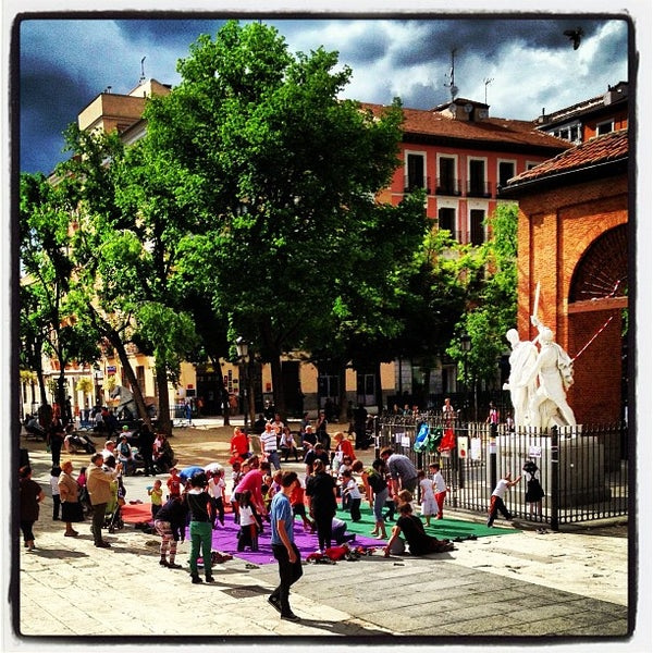 Photo taken at Plaza del Dos de Mayo by Alejandro C. on 5/10/2013