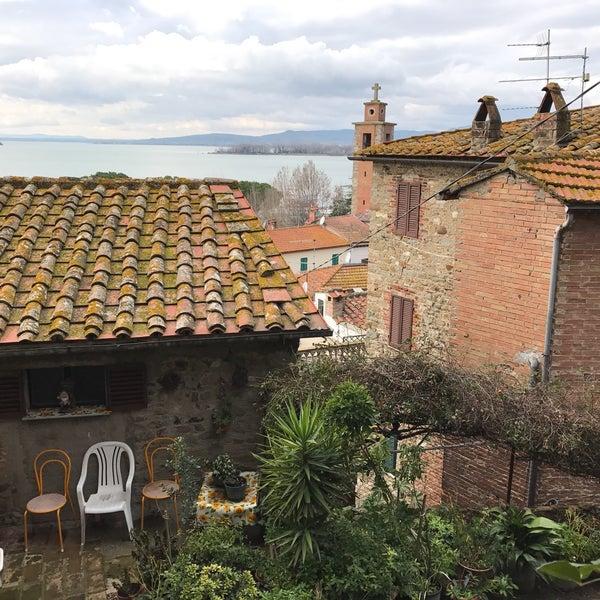 Foto scattata a Passignano sul Trasimeno da Yu® Y. il 1/3/2017