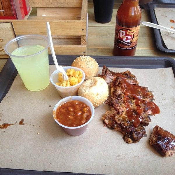 Foto tomada en Pinche Gringo BBQ Patio por Jassie T. el 8/17/2014