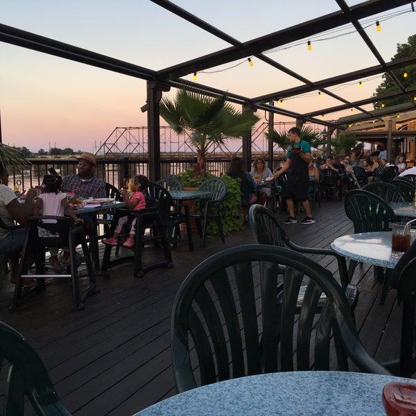 7/20/2018에 Dom A.님이 Dukes Bar & Grille에서 찍은 사진