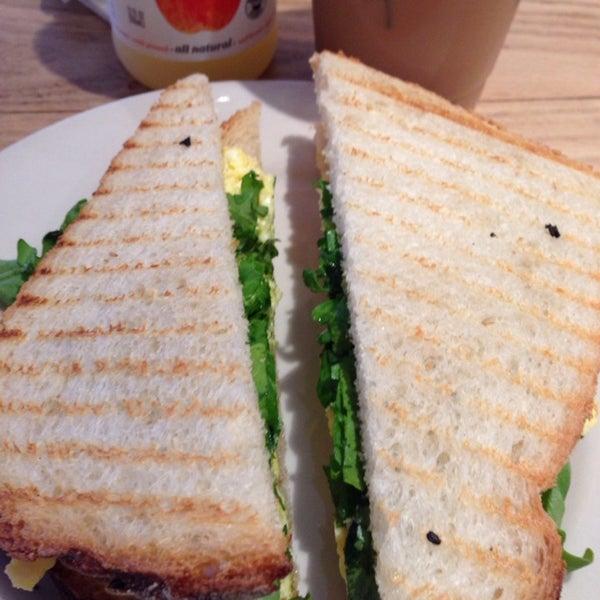 New Saturday morning spot. Egg sandwich w/ pesto 👍, dirty chai latte (includes shot of espresso).
