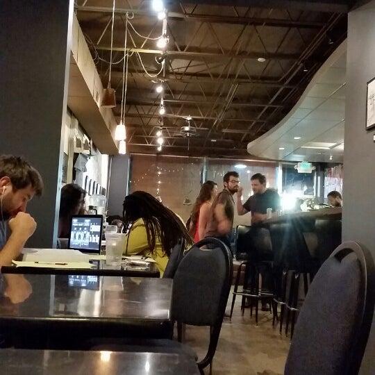 Foto tirada no(a) Crestwood Coffee Co. por Tommy B. em 7/19/2014