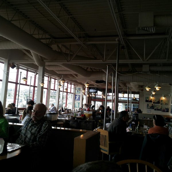Chinook 39 s seafood restaurant in seattle for Fish restaurant seattle