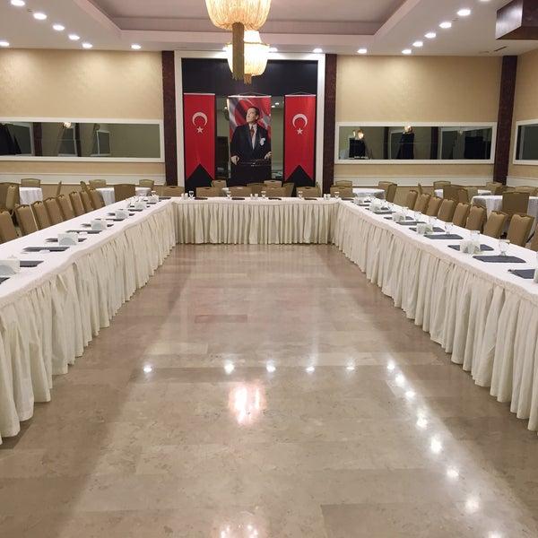 Foto scattata a Esila Hotel Ankara da Hotel E. il 12/21/2017