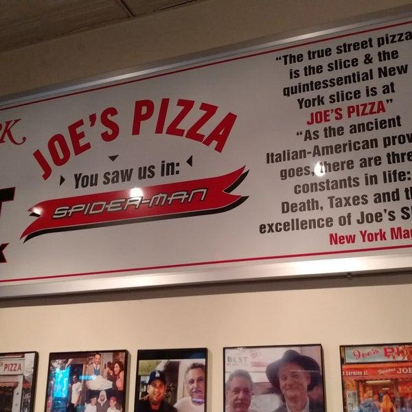 Foto tomada en Joe's Pizza por Erkan O. el 5/6/2018