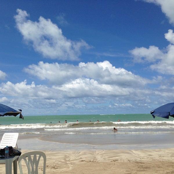 Foto tirada no(a) Praia de Paripueira por Fernanda S. em 5/4/2013