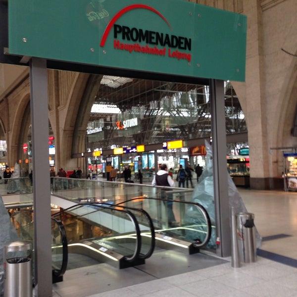 Das Foto wurde bei Promenaden Hauptbahnhof Leipzig von Christian L. am 11/7/2013 aufgenommen