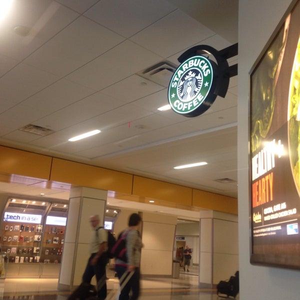 Photo taken at Starbucks by lee j. on 8/31/2014