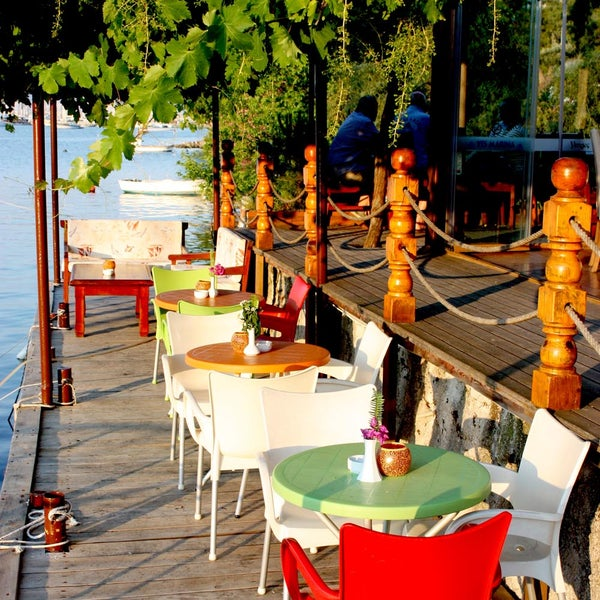 2/19/2016 tarihinde Fethiye Yengeç Restaurantziyaretçi tarafından Fethiye Yengeç Restaurant'de çekilen fotoğraf