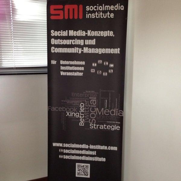 Das Foto wurde bei SMI SocialMedia Institute - Creative-Office von Lars K. am 7/4/2013 aufgenommen