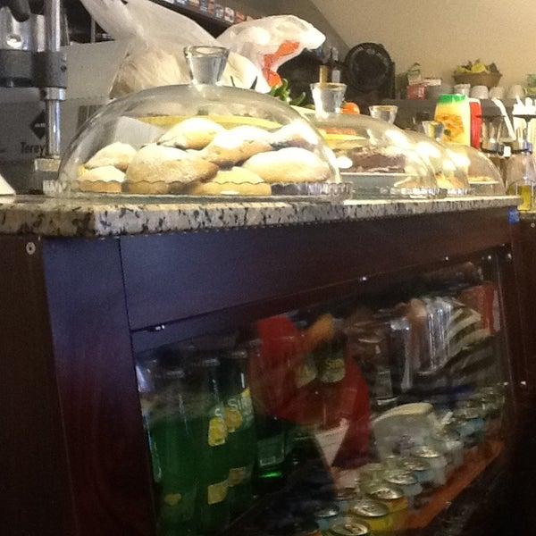 2/24/2013 tarihinde Umut A.ziyaretçi tarafından Fiskos Kahvaltı Cafe'de çekilen fotoğraf