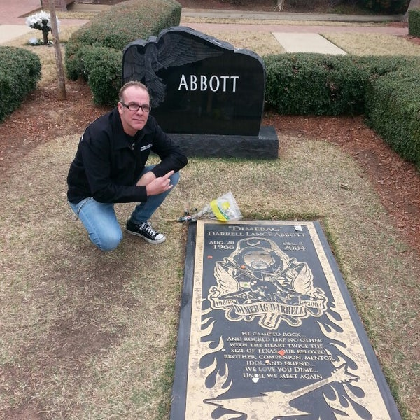 dimebag darrell in his casket - photo #19
