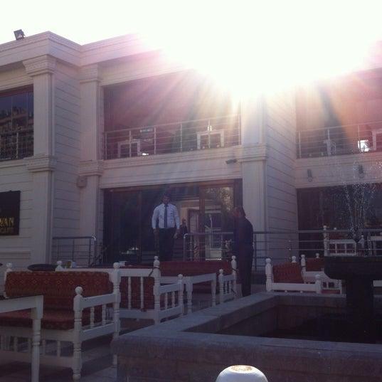 11/6/2012 tarihinde Ozan A.ziyaretçi tarafından Kasr-ı Van Kahvaltı ve Kahve Evi'de çekilen fotoğraf