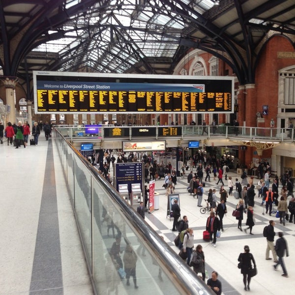 Photo taken at London Liverpool Street Railway Station (LST) by Ziad🇬🇧 on 5/22/2013