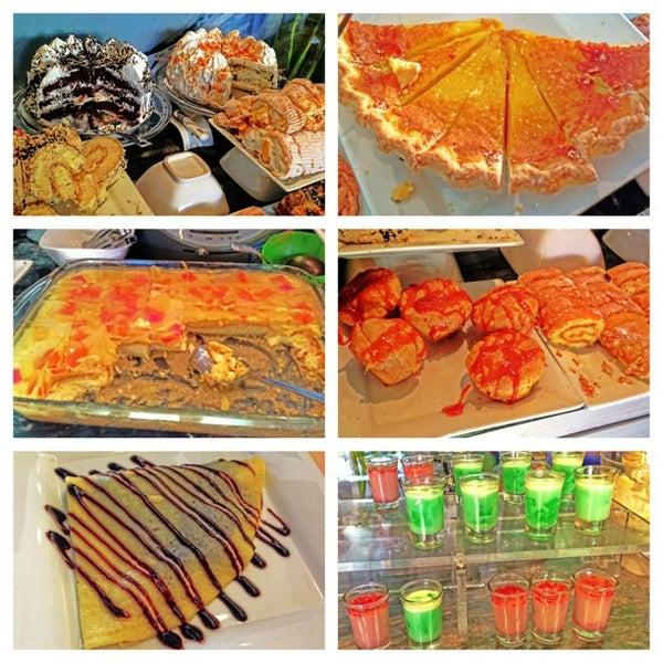 3/31/2013 tarihinde Jertie Anne M.ziyaretçi tarafından Love Desserts'de çekilen fotoğraf