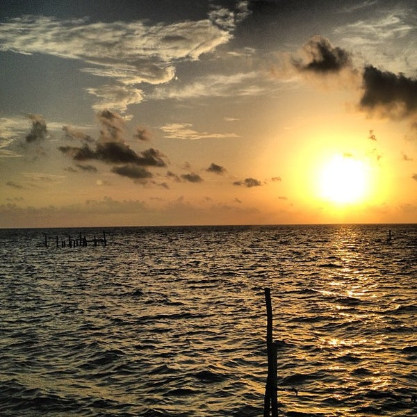 Where's Good? Holiday and vacation recommendations for Ambergris Caye, Belice. What's good to see, when's good to go and how's best to get there.