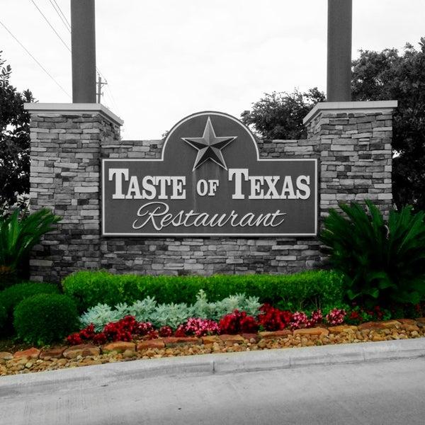 Foto tomada en Taste of Texas por Shannon S. el 5/29/2013