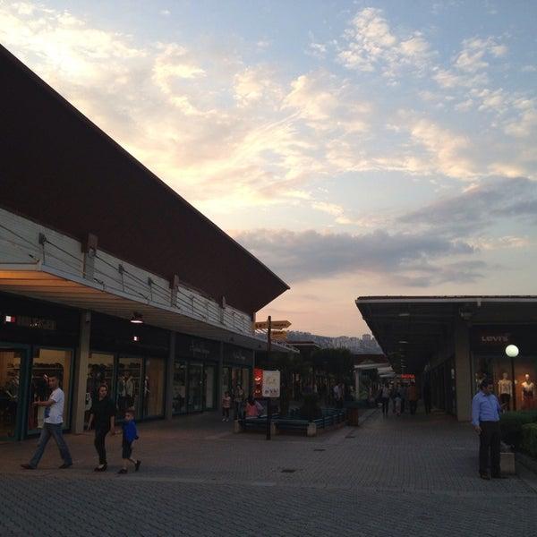 6/7/2013 tarihinde Ufuk S.ziyaretçi tarafından Outlet Center'de çekilen fotoğraf