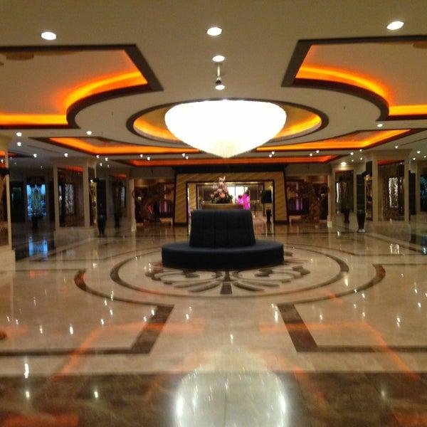 Foto scattata a Cratos Premium Hotel & Casino da Can C. il 3/18/2013