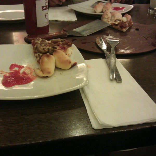 Photo taken at Pizza Hut by Titis A. on 2/9/2014