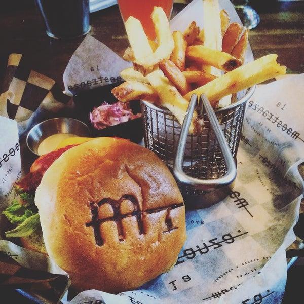 Maravilloso todo. Las mejores hamburguesas en Santiago actualmente.
