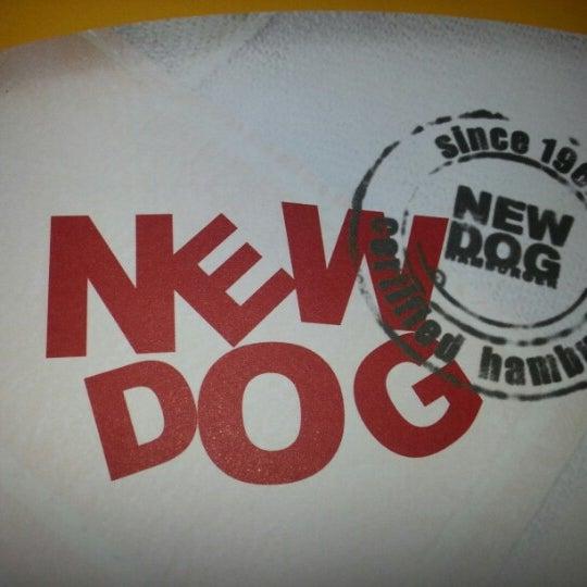 Foto tirada no(a) New Dog por Daniela A. em 10/21/2012