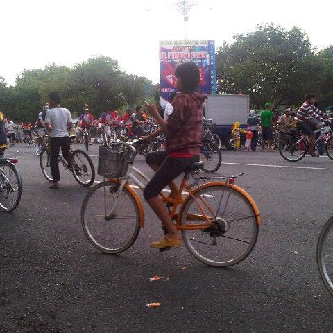 Photo taken at Alun - Alun Sragen by Bambang T. on 10/27/2012