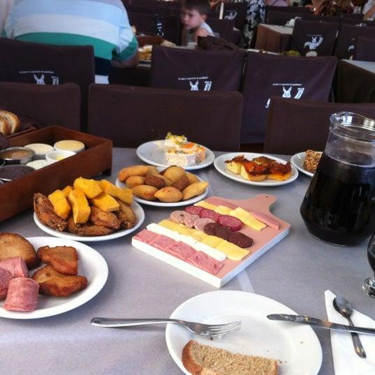 Foto tirada no(a) Coelho Café Colonial por Lucio G. em 11/9/2012