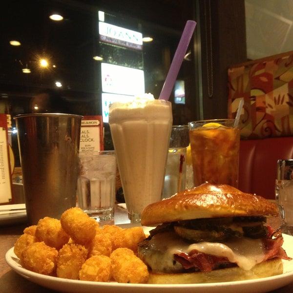 Photo taken at Shari's Restaurant by Shane B. on 5/10/2013