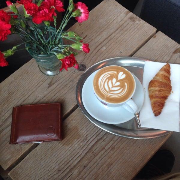 Photo taken at Kaffeewerk Espressionist by Marc on 3/14/2017