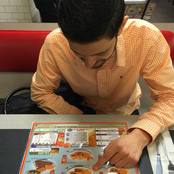 Photo taken at Waffle House by Robert M. on 5/16/2016
