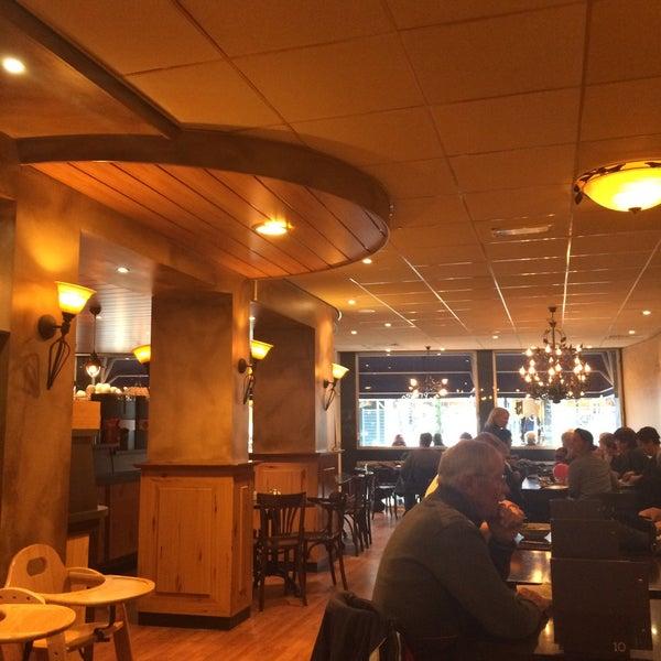 Foto scattata a Lunch-Café Le Provence da Coert K. il 11/10/2015