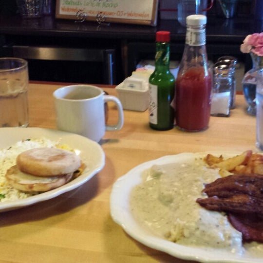 Photo taken at The Maltby Cafe by Ted P. on 7/26/2013