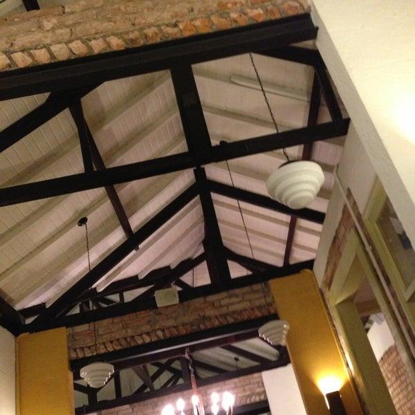 Foto tirada no(a) Zeffiro Restaurante por Caio Cesar C. em 3/16/2013