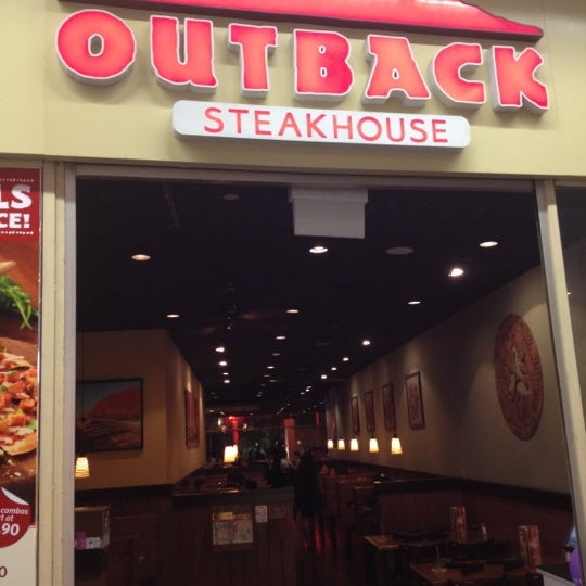 Photo taken at Outback Steakhouse by EngWah on 10/18/2012