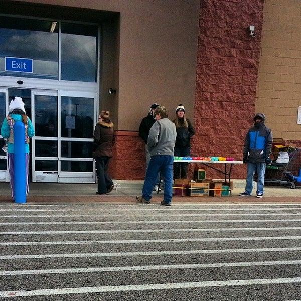 Das Foto wurde bei Walmart von Atl B. am 11/24/2013 aufgenommen
