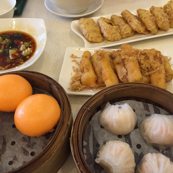 Photo taken at Crystal Jade Kitchen 翡翠小厨 by huieee on 4/29/2016