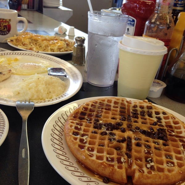 Photo taken at Waffle House by Vickie W. on 12/29/2014