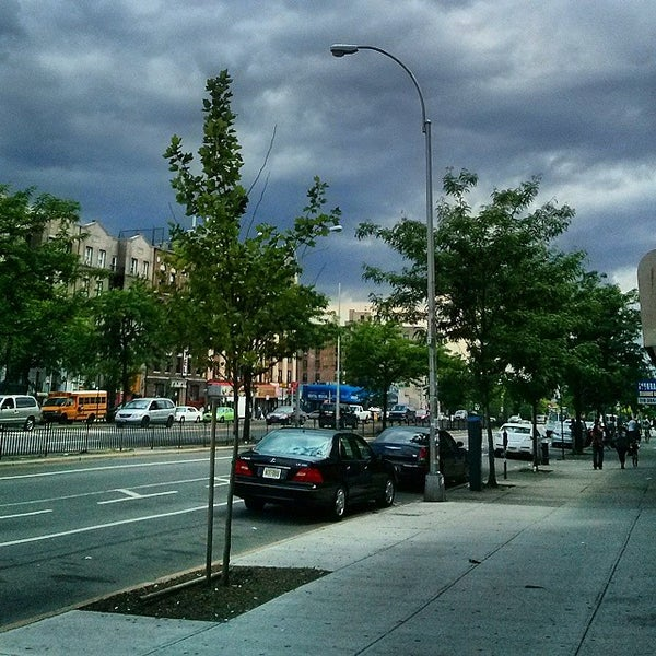 Photo taken at MTA Subway - Fordham Rd (4) by andre r. on 7/18/2014