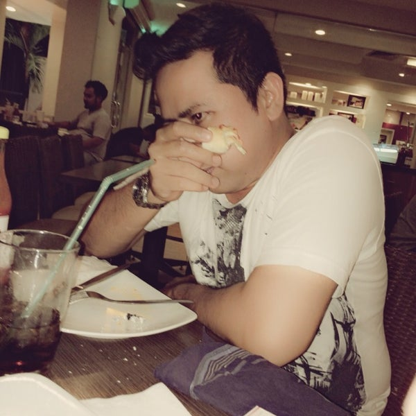 Photo taken at Pizza Hut by Dicko S. on 8/31/2014