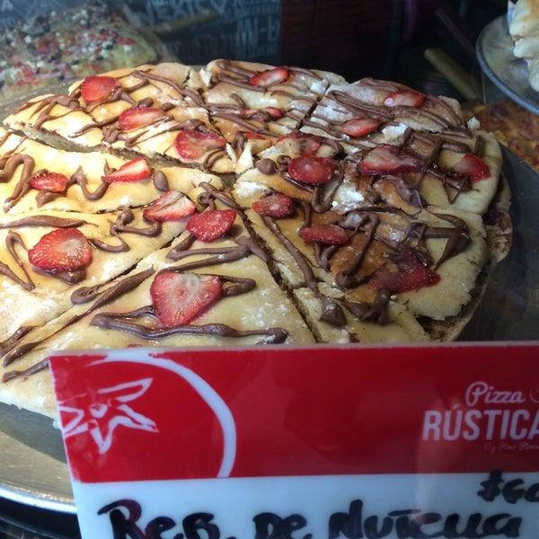 Foto tomada en Pizza Rustica por Arturo J. el 9/2/2014