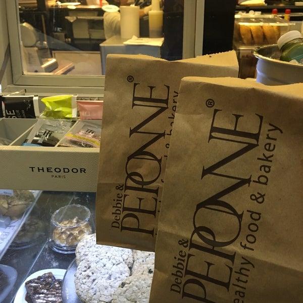 Foto tomada en Peponne Healthy Food & Bakery por Edson J. el 4/22/2016