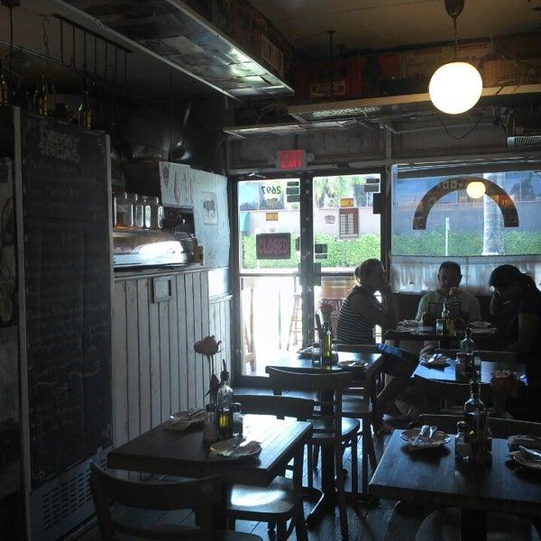 Foto tomada en Rincon Escondido Cafe por Yahnn M. el 10/19/2013