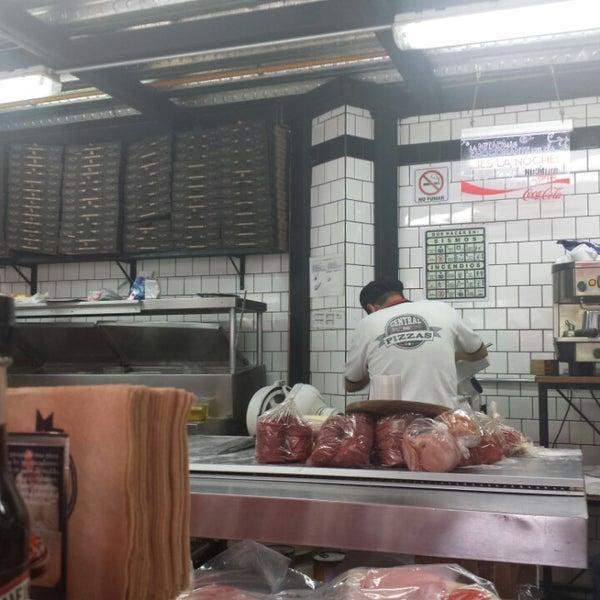 Foto tomada en Central de Pizzas por Maria Luisa T. el 6/22/2013