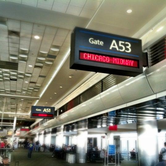 Denver United Terminal: Denver International Airport